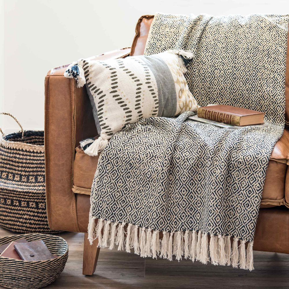 jete-en-coton-noir-et-blanc-motifs-jacquard-130x170-1000-0-22-173944_5